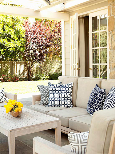 Outdoor living sofa resized 600