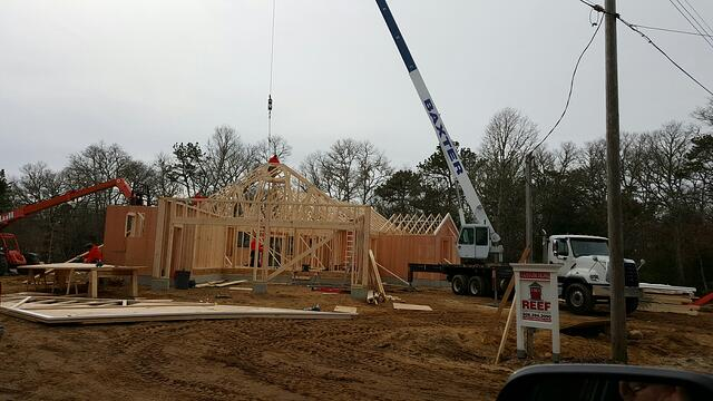 097-160203-roof_trusses_set_with_crane_3.jpg