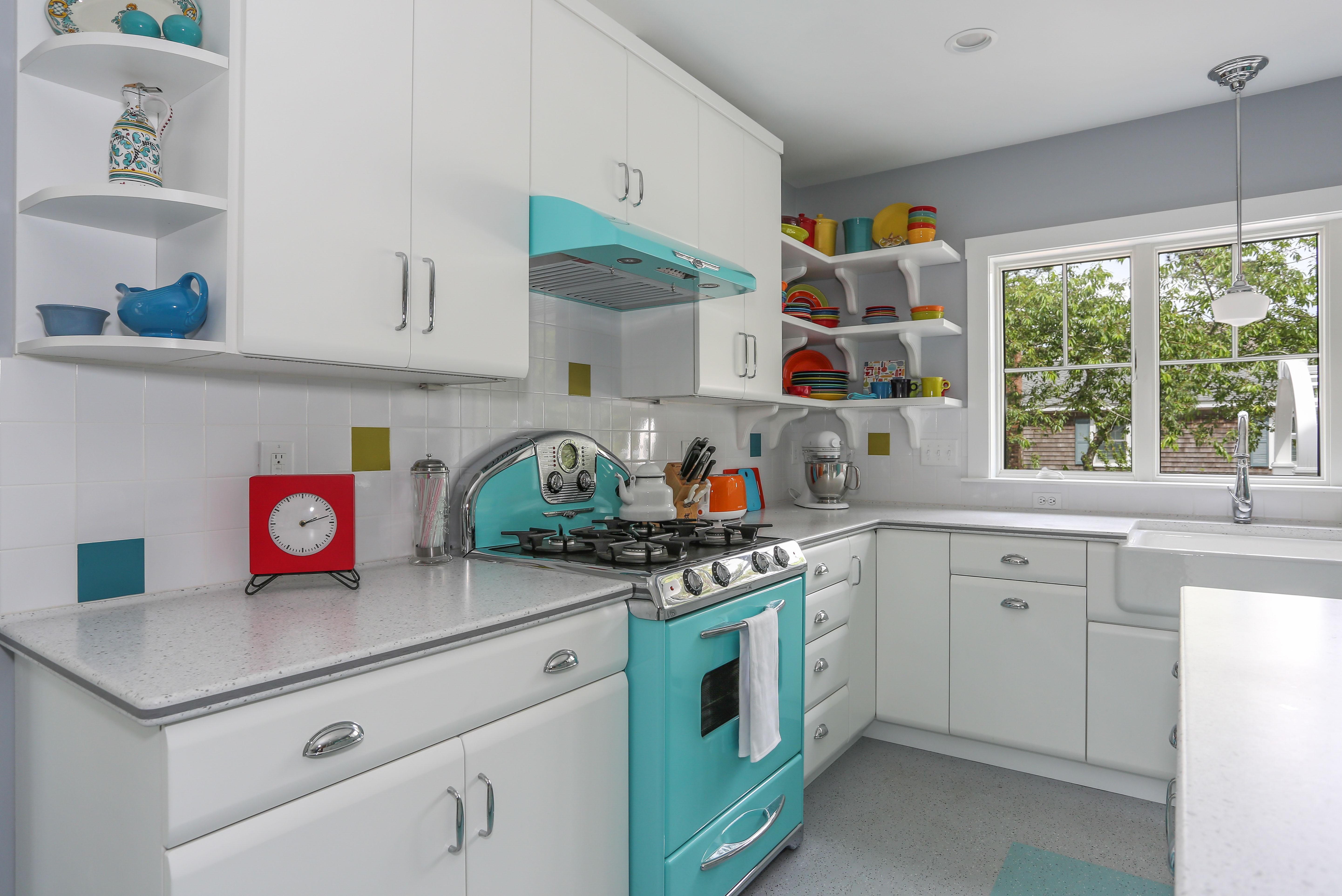 Brewster Retro Cottage, Kitchen, Custom, REEF, Cape Cod Builder