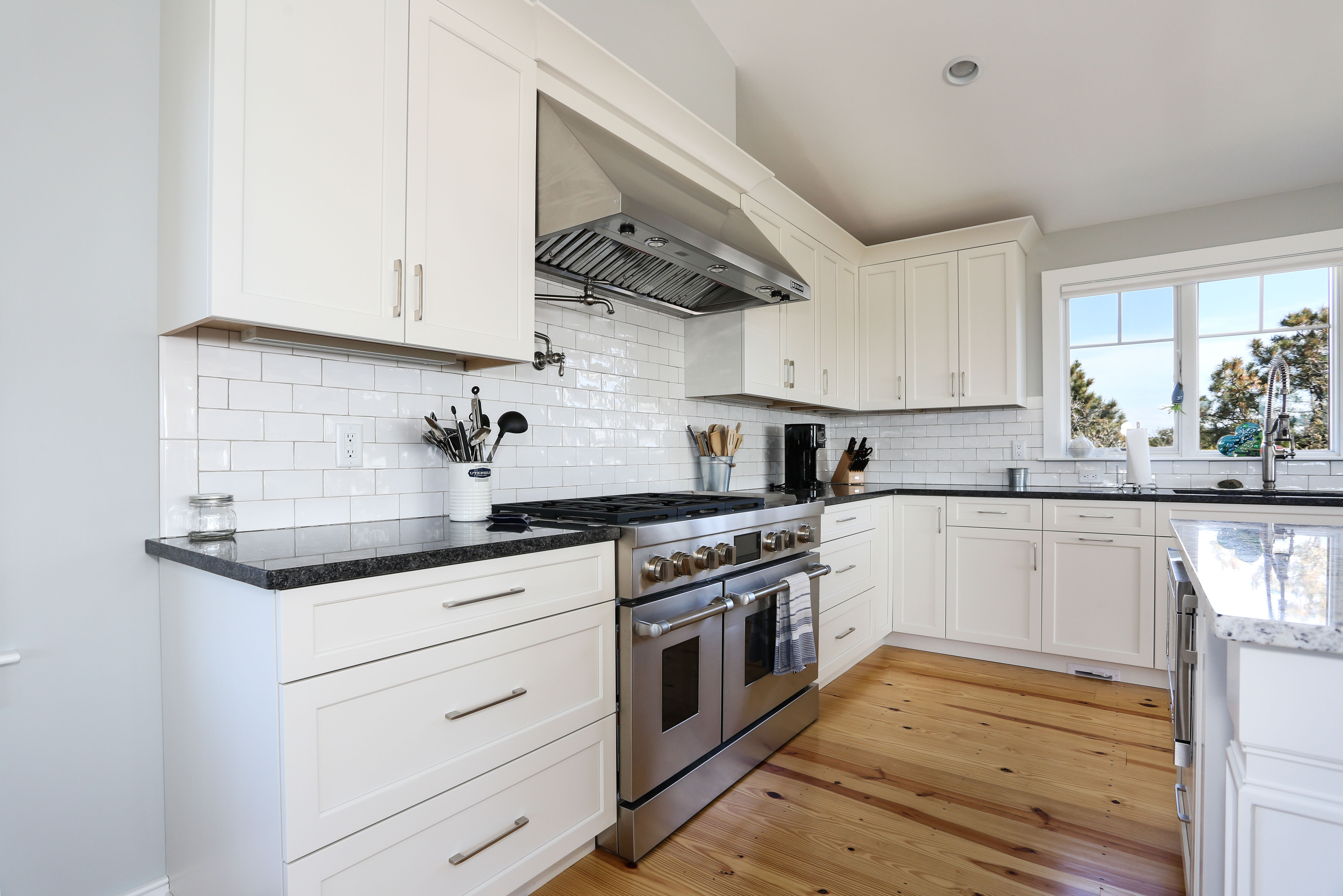 Cape Cod Custom kitchen by REEF